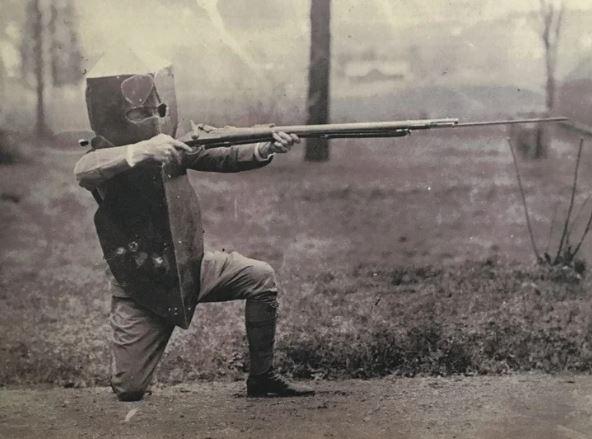 БРОНЯ БРЮСТЕРА С появлением огнестрельного оружия правила всех последующих войн кардинально поменялись. Шрапнель, пули и осколки уносили слишком много жизней. Появилась огромная необходимость в