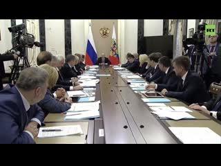 Путин на заседании правительства заставил министров отчитываться о прививках