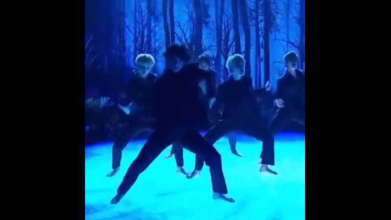 THE WAY HE IMMERSED HIMSELF IN THE DANCE HIS FLUID MOTIONS AND LITHE MOVES tae updates