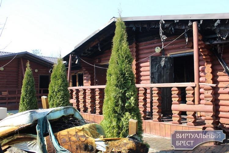По ул. Смирнова в Бресте произошел пожар в деревянном гостевом доме