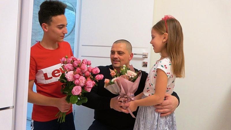 Настя и Саша прогуляли школу в День рождения папы ПОДАРКИ и наши покупки ВЛОГ