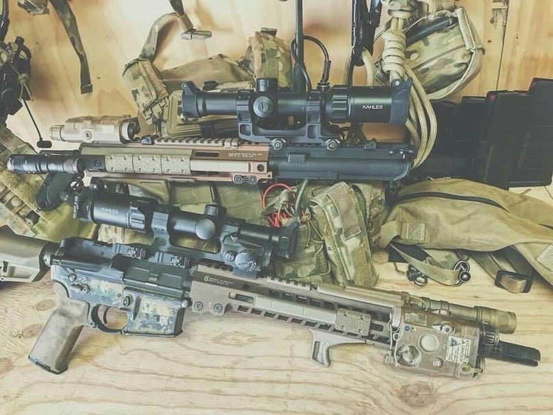 Фотография двух Upper Receiver Group (верхних ресивера), используемых бойцом