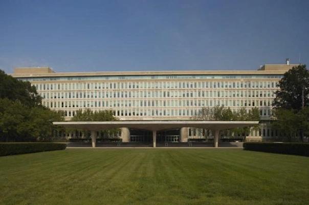 ЦРУ: расшифровка аббревиатуры. Что такое ЦРУ В каждой стране существуют свои секретные службы, которые занимаются безопасностью государства, а также внешней разведкой. Например, в России они