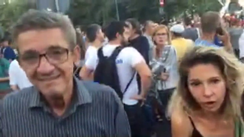 Protestatarii pasnici vin - suvoi la Guvern rezist - Curaj.TV