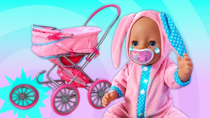 Baby Born bebek arabası kırılmış Palyaço ile tamircilik oyunu Komik video