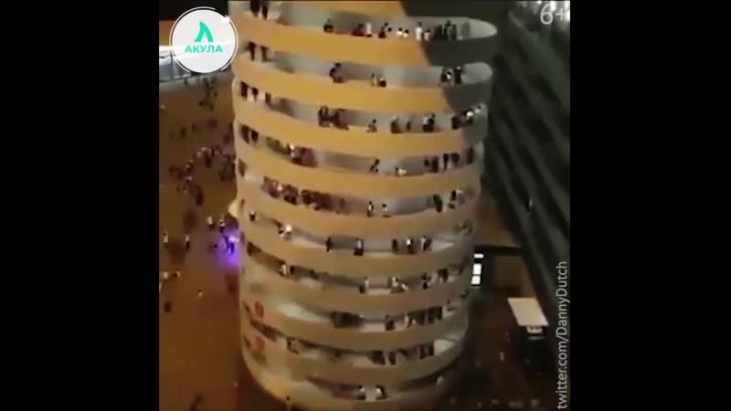 Оптическая иллюзия с винтовой лестницей АКУЛА