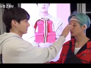 Please taehyung was talking about finding cards but jungkook was playing with taes