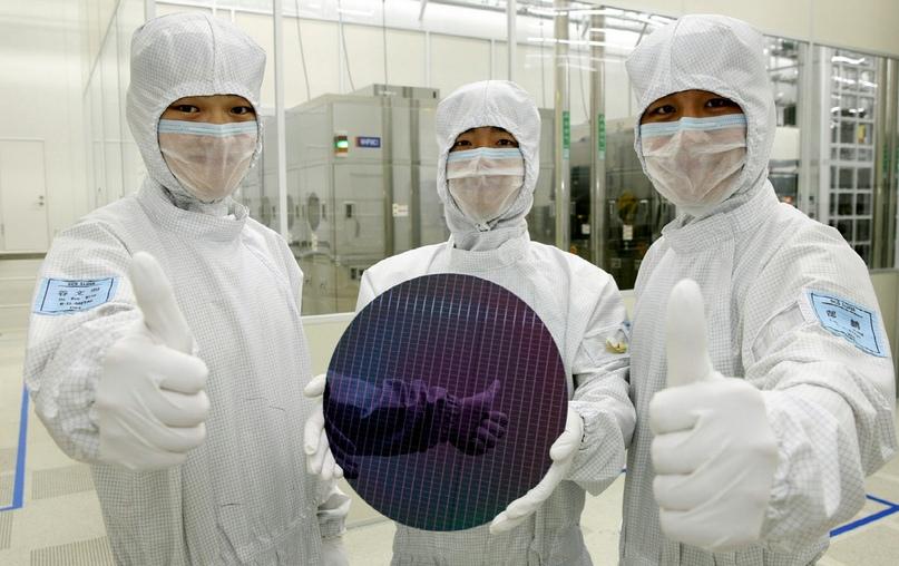 Та самая пластина, из которой изготовители сделают много маленьких классных микросхем