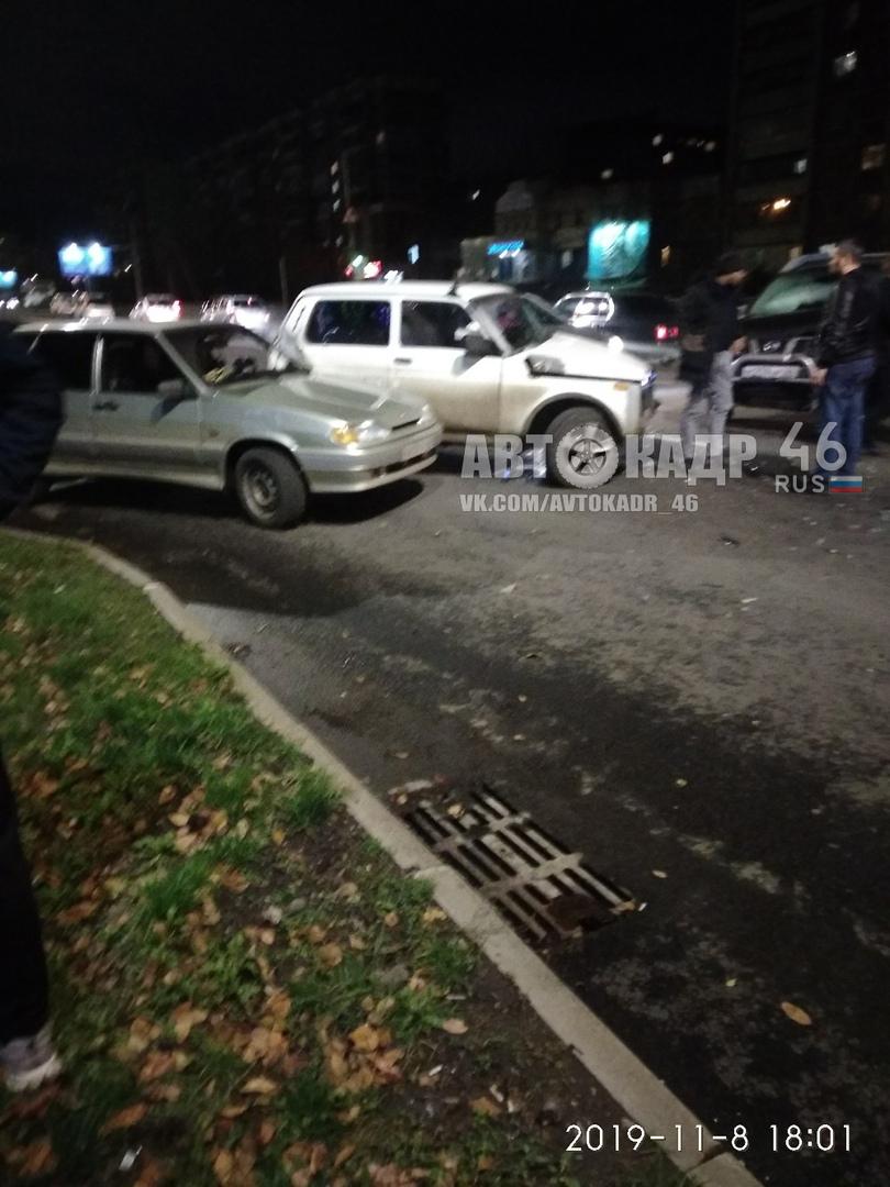 В Курске в столкновении «Ниссана» и двух ВАЗов пострадал младенец