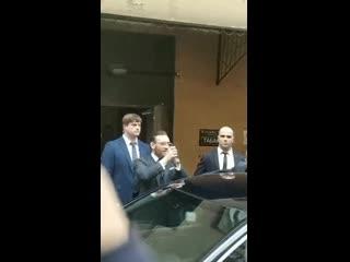 Конор МакГрегор приветствует фанатов из России NR