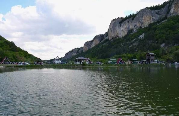 Девичье озеро на Мангупе