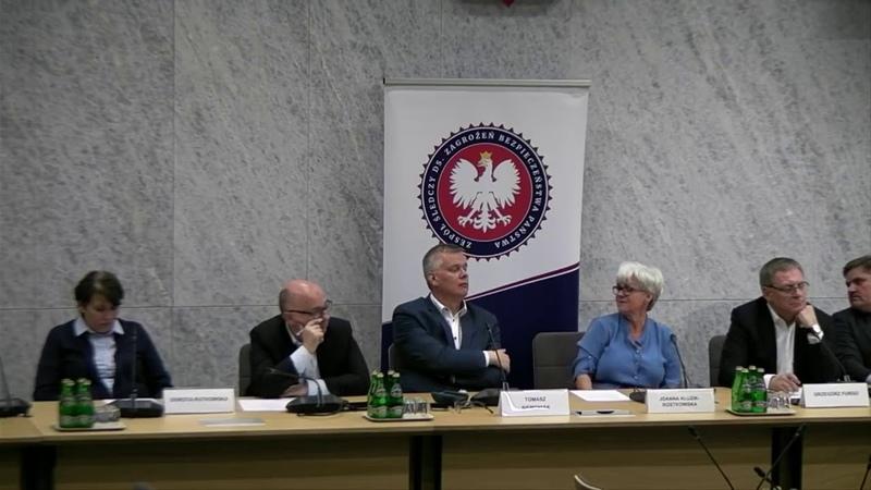 Agent CBA oskarża marszałka Kuchcińskiego o korzystanie z domu publicznego