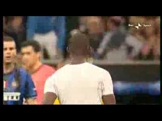 Inter-Barcellona 3-1 Balotelli getta via la maglia