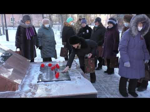 В Асбесте у Вечного огня почтили память Неизвестного Солдата