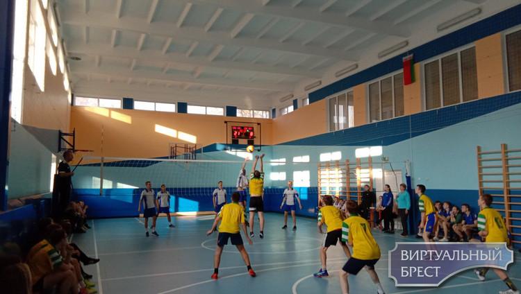 Подведены итоги XVIII турнира по волейболу Ленинского района  г. Бреста памяти Героя Беларуси В.Н. Карвата