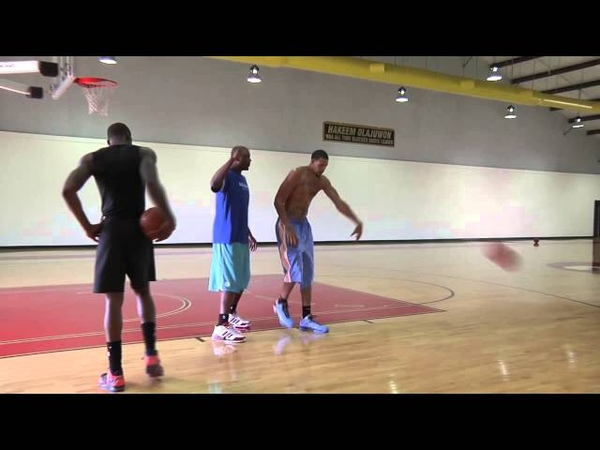 Amare Stoudemire Javale Mcgee Working in the Paint w Hakeem Olajuwon