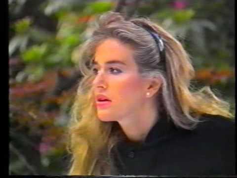 Krisma Skyline with Eva Robin's official video 1986