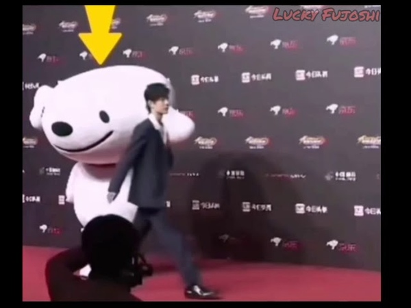 Why this mascot guy got froze from Xiao Zhan's gentle warm touch 😅🐰