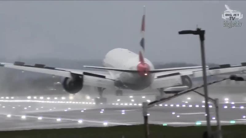 Попытка посадки боинга в штормовой ветер в Великобритании