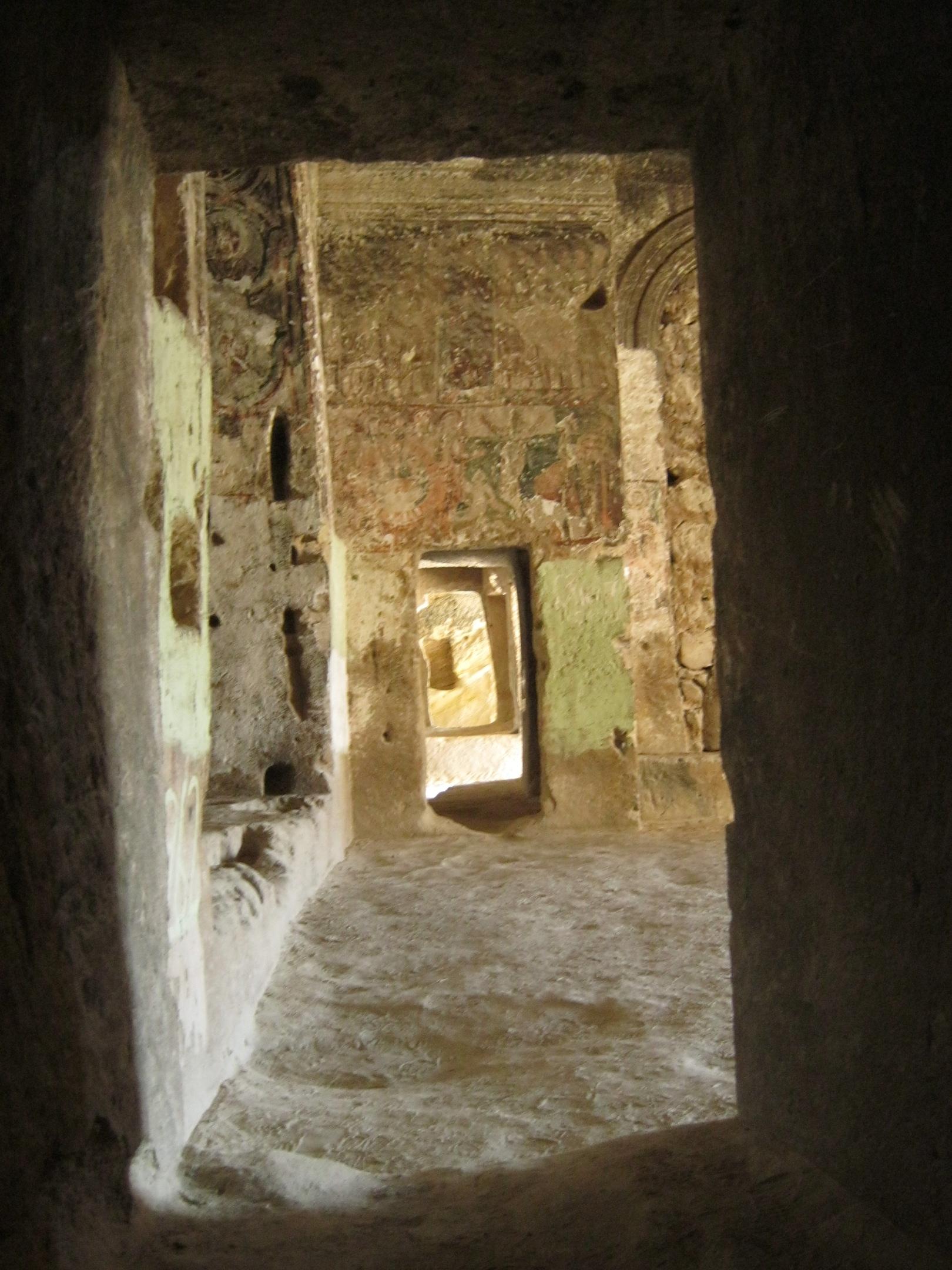 Древняя пещерная церковь в скале