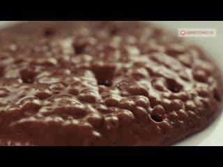 Необычайно нежные и воздушные американские шоколадные панкейки со сливочным кремом.