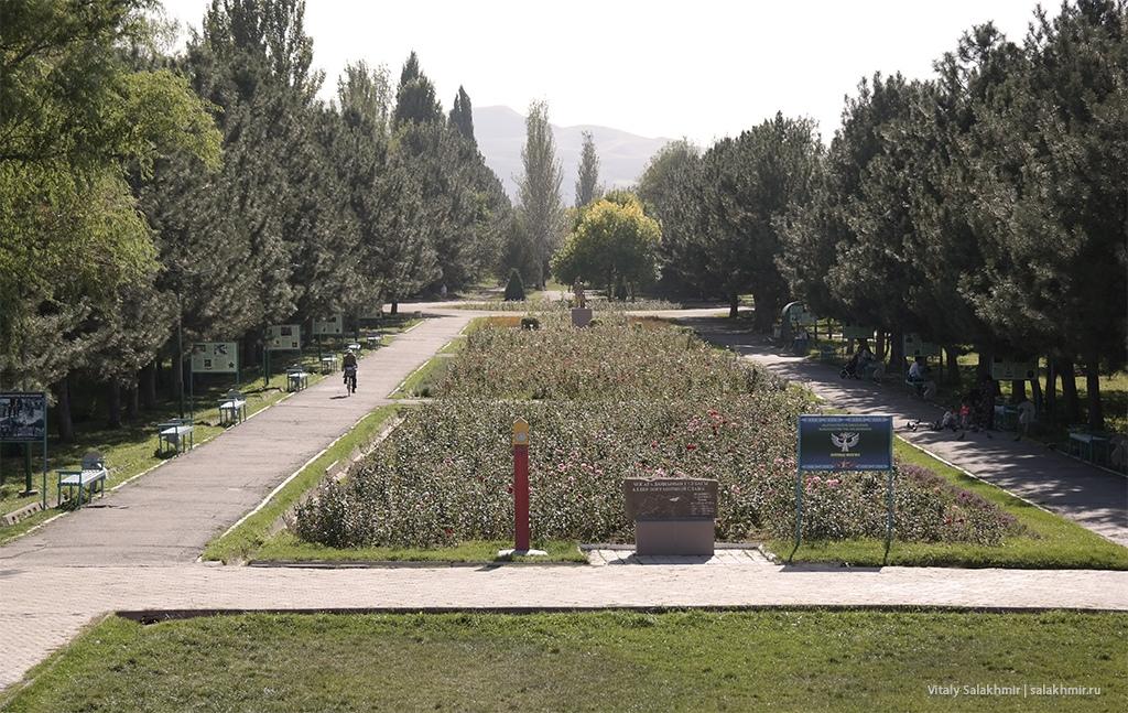 Вид на юг Парка Победы в Бишкеке 2019