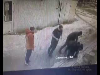 Неравнодушные пермяки задержали налетчика, который с ножом напал на пожилую женщину