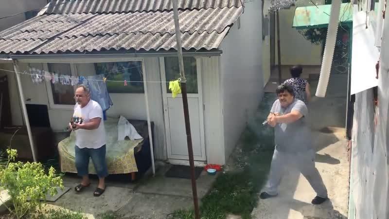 ебанутые сочинские армяшки стреляют и взрывают фейрверки