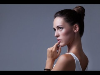 High end beauty portrait retouching maintaining a clean & natural look\\ь