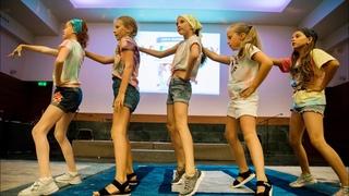 Танец «СТИКЕРЫ» с отчетного концерта семейного лагеря Юрия Гончара HARMONY / Зажигаем с подругами!