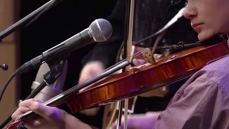 Fiddlin Carson Peters sings Blue Moon of Kentucky