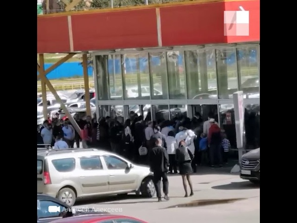 Дзержинск толпа на распродаже в Карусели во время пандемии