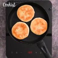 id_42183 Пирожки с яблочной начинкой на сковороде 🍎  Автор: Cookist  #gif@bon