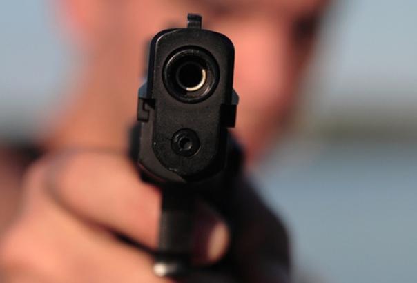 Угрожал пистолетом ради тысячи рублейПолицейские Сургутск...