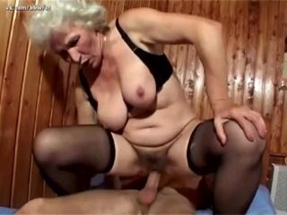Извращенец внук выеб свою бабушку (инцест, grandma, mature, hairy, old, pussy, старая, волосатая, пышная)
