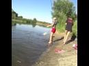 Вот это поклевка! Упала в воду подсекая эту рыбу!