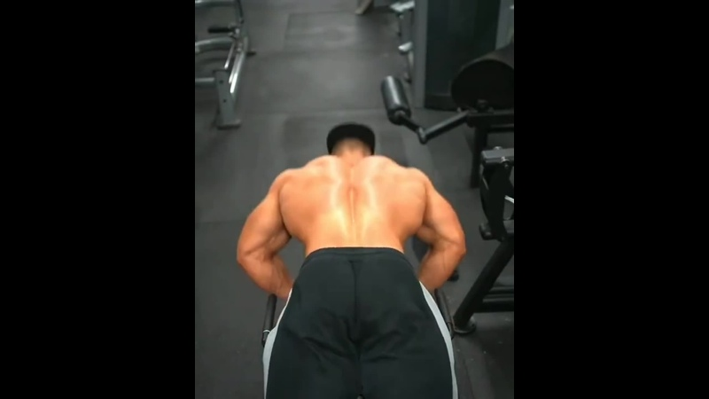 Shredded guy gives three tricky exercises for growing back