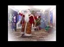 Дед Мороз танцует под польскую музыку