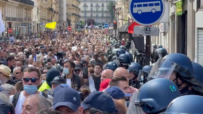 Франция протесты против ограничений по COVID