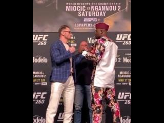 Стипе Миочич vs Фрэнсис Нганну - Битва взглядов в преддверии UFC 260.