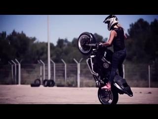 Девушка на мото - Мотоциклы и мотоциклисты Yamaha Ktm Honda Suzuki Ducati Bmw Kawasaki Стантрайдинг Трюки Слет Дрифт Прохват Дтп