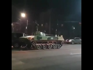 В Туле столкнулись две российские скрепы танк врезался во внедорожник священника РПЦ