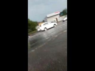 Небольшой дождик в Краснодаре. Саня забыл ласты)