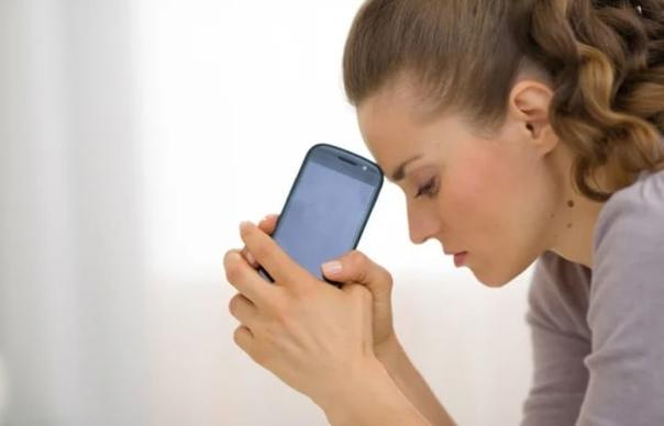 Нельзя читать переписку мужа в телефоне. (Даже при страшных подозрениях) Нина была женщиной чуть нервической. Как многие женщины, которым за сорок, которые прожили с мужем долго, которые