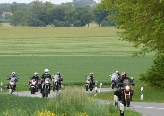 Немецкие мотоциклисты протестуют против ограничений скорости и запретов только для мотоциклов