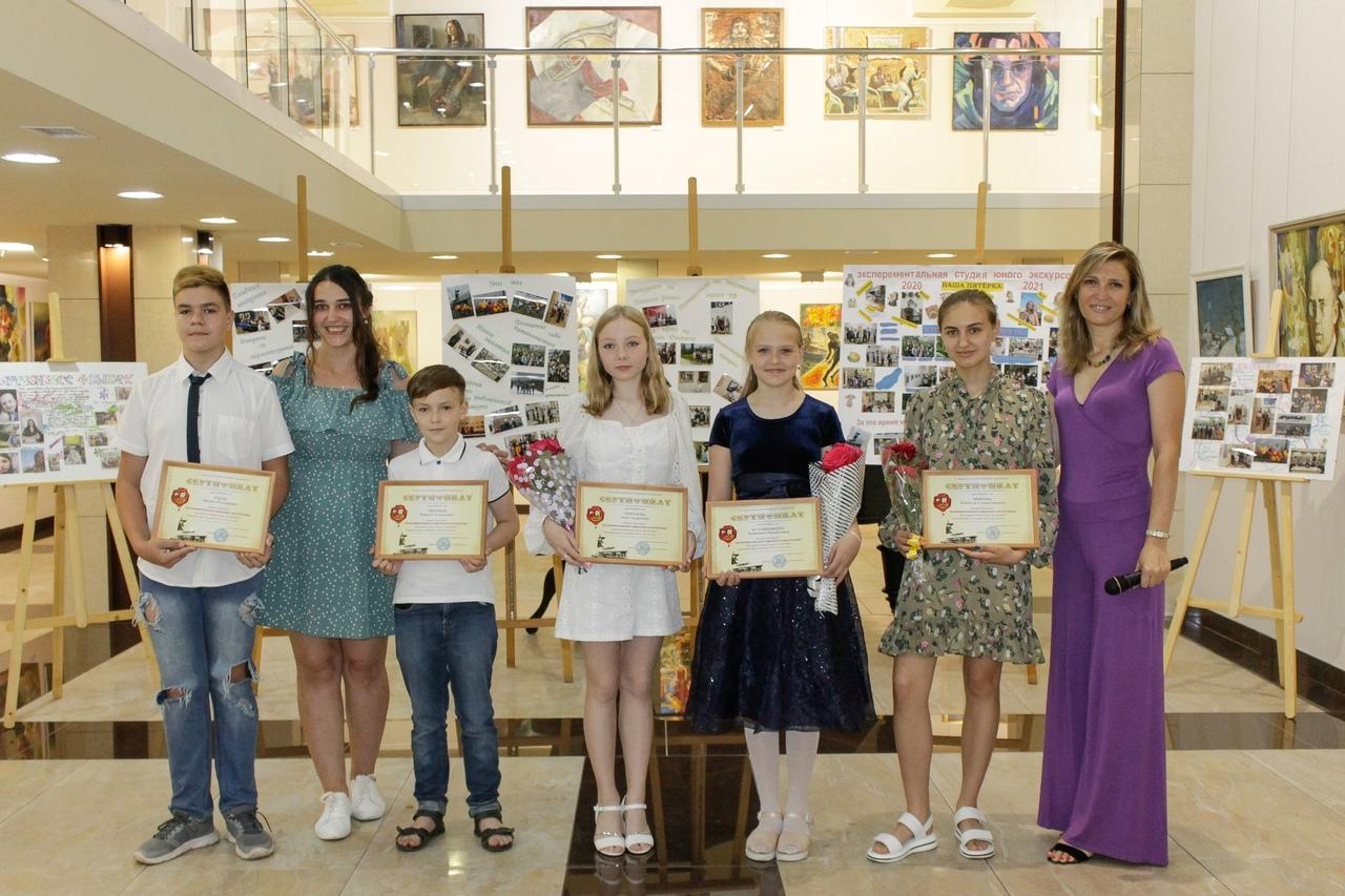 Четвертый выпуск учеников «Экспериментальной студии юного экскурсовода» в ХМ «Арт-Донбасс»