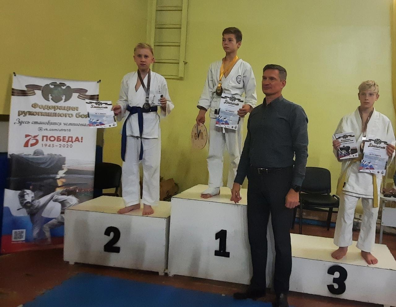 Можгинцы завоевали медали в Республиканском турнире по рукопашному бою и самообороне