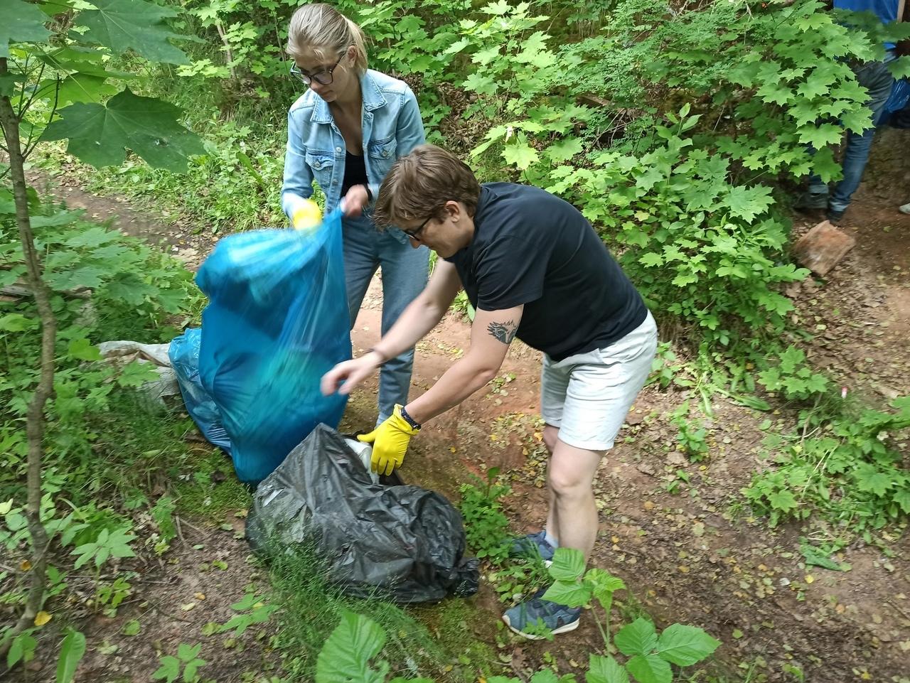 Экологический рейд в Сиверскую. Уборка мусора в Партизанской пещере