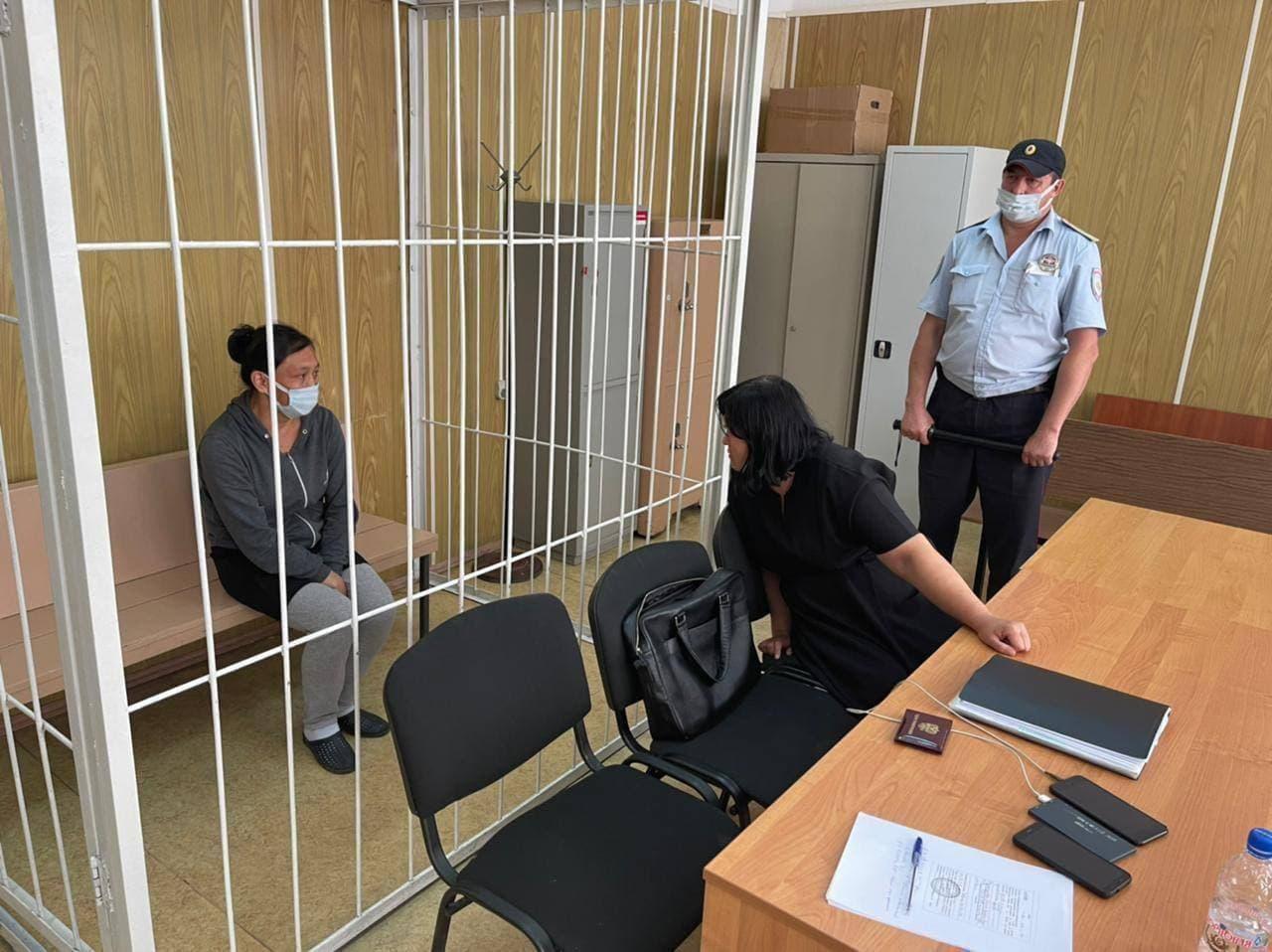 Суд приговорил 41-летнюю женщину, оставившую новорождённую дочь в мусорном контейнере в Хамовниках, к 2,5 годам в исправительной колонии общего режима.
