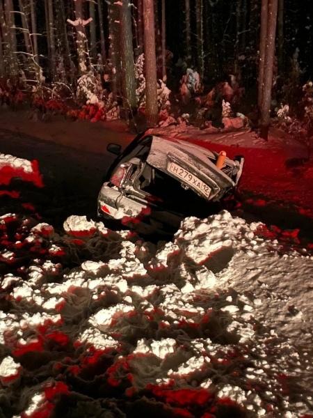 """В Волжском районе в ДТП получили травмы водитель и пассажир """"Lada Priora"""""""